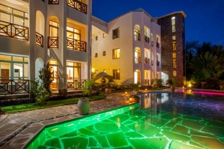 Amani Luxury Apartments swimming pool