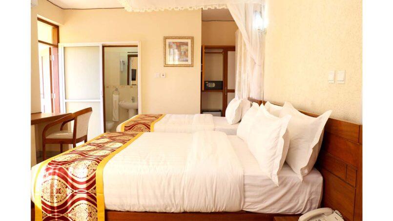 Prinias Hotel double bed ensuite