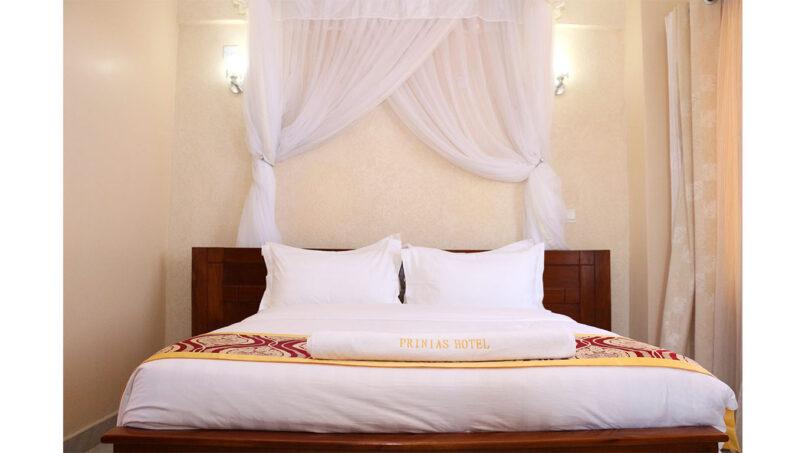 Prinias Hotel standard room with net