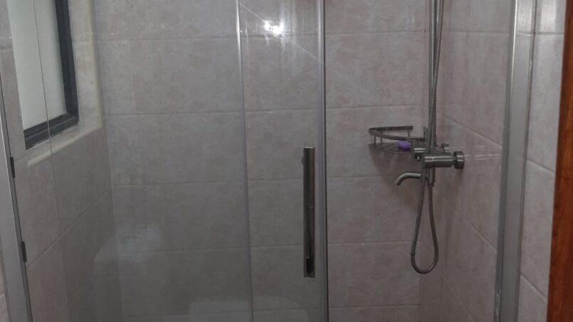 Mini Palace bathroom