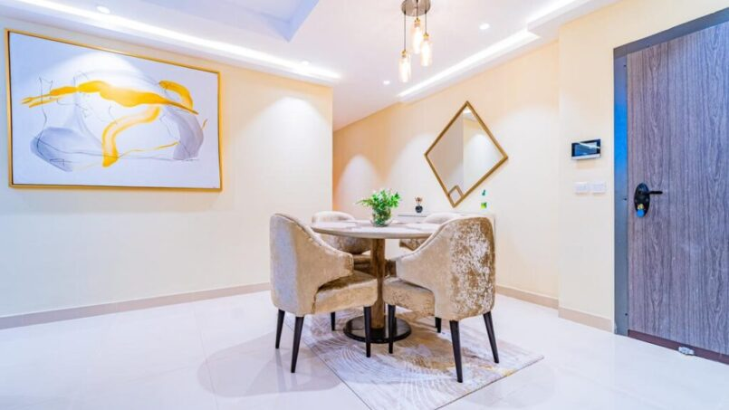 Signet Apartment dinning room