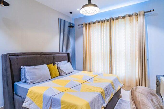 Signet Apartment queen bed